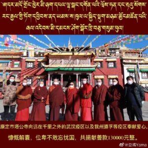 Monniken van het klooster van Minyak Pel Lhagang in Dhartsedo, Kham, Tibet.